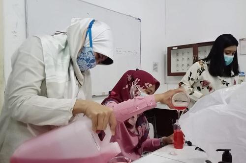 Pembuatan Handwash dan Handsanitizer